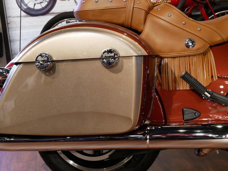 599-indianmotorcycle-chieftainclassiciconseriesburnishedmetallic-sandstonemetallic-2019-7057175
