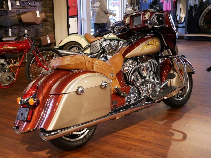 602-indianmotorcycle-chieftainclassiciconseriesburnishedmetallic-sandstonemetallic-2019-7057175