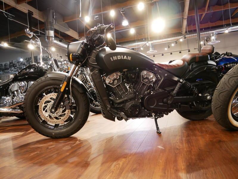 671-indianmotorcycle-scoutbobberabsthunderblacksmoke-2018-7109453