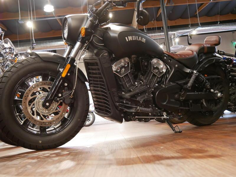 677-indianmotorcycle-scoutbobberabsthunderblacksmoke-2018-7109453